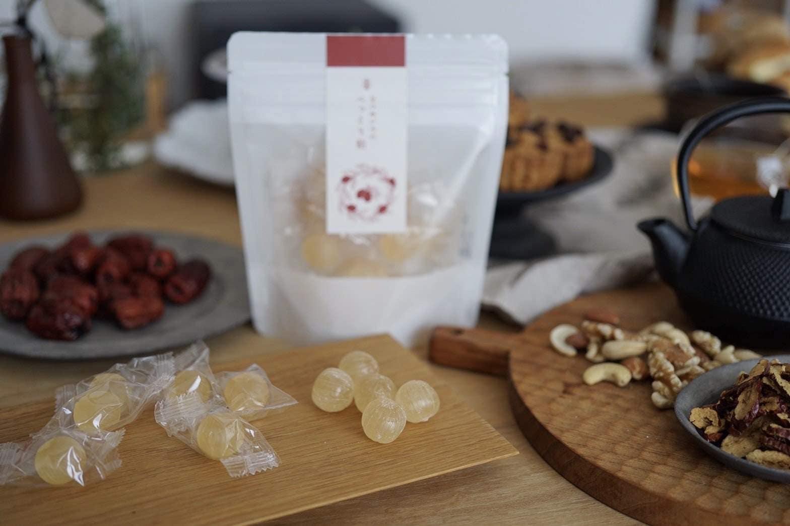 なつめいろのべっこう飴は国産なつめのエキスを練り込み、無添加で仕上げました