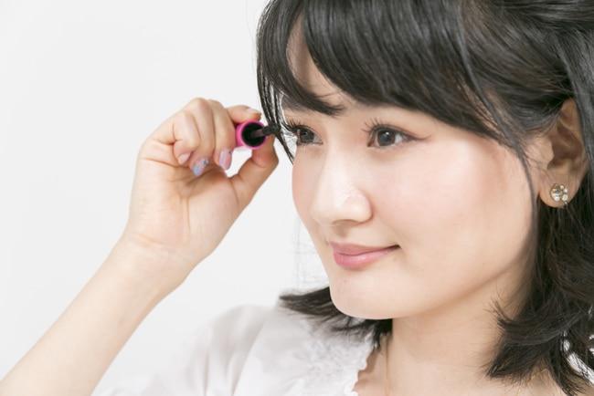 カラコンと化粧はどっちが先? 大切な目を守る正しい順番とは