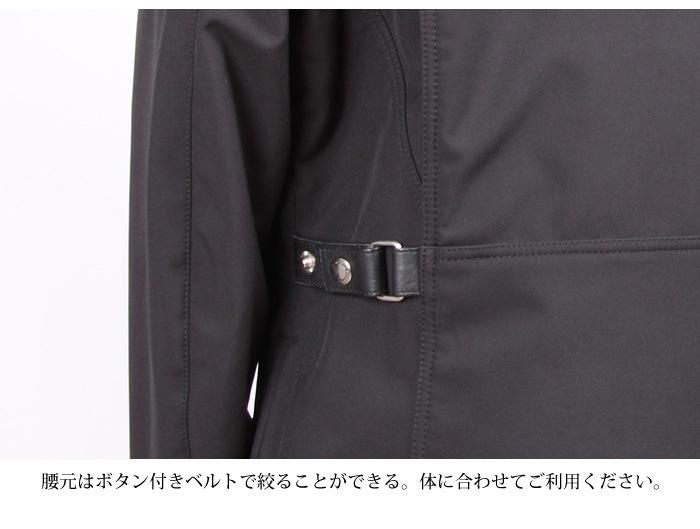 腰元はボタン付きベルトで絞ることができる。体に合わせてご利用ください。
