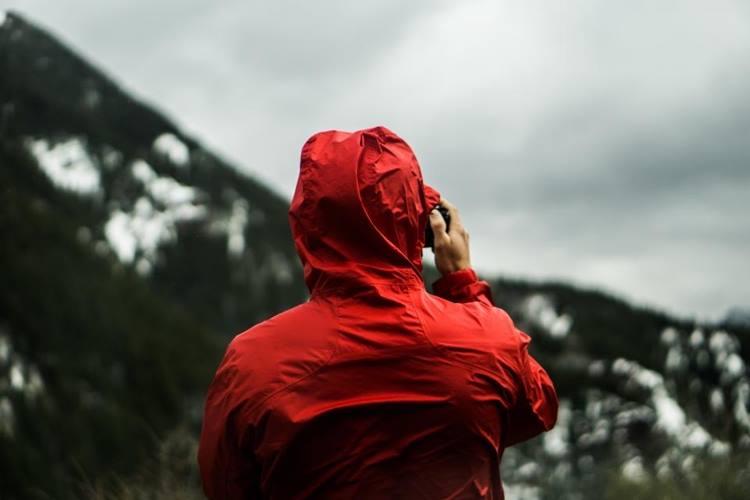 雨の日はレインコートを着用する