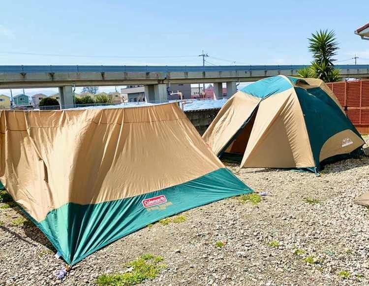 庭でテントとタープを乾かす