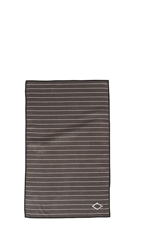 03 PINNER BLACK HAND TOWEL