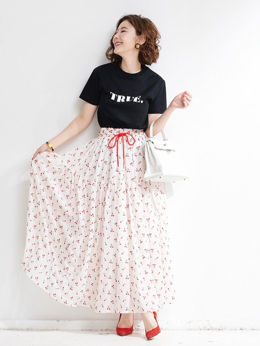 刺繍ベージュスカート