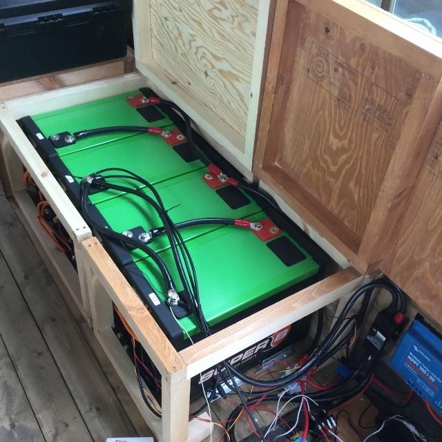 リチュウムイオン蓄電池 設置事例2