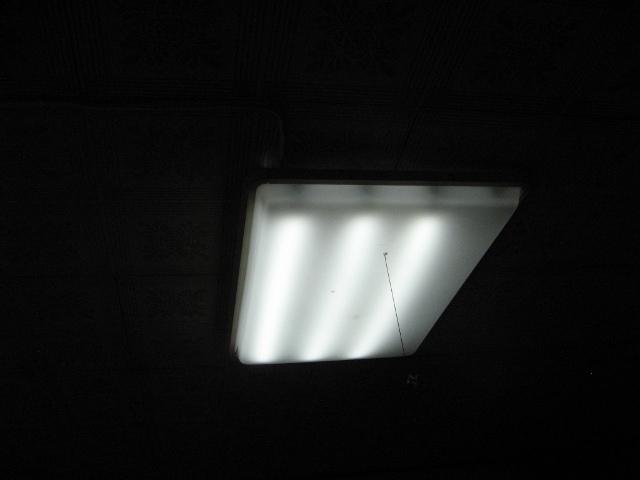 電力会社電源時のリビング照明