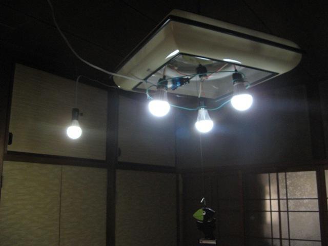 LED電球4個で十分な明るさ