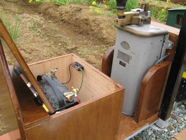 鉄道の駆動はバッテリーにて
