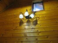 離れ部屋の非常用照明に