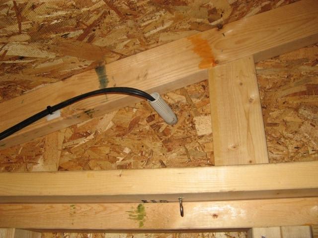 屋内側から見たPF管引き込み