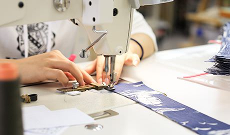 職人の手作業による縫製