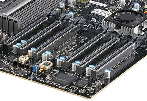 PCI Express 4.0 x16スロットを6基搭載