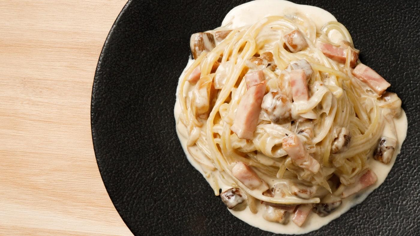 イベリコベーコンとポルチーニ茸のクリームソース