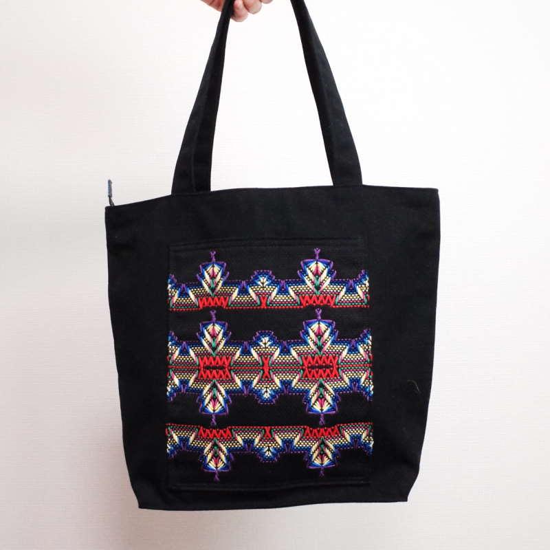 スウェーデン刺繍帆布バッグ・ファスナー付き(縦型) by われもこう 10,400円 (税・送料込)