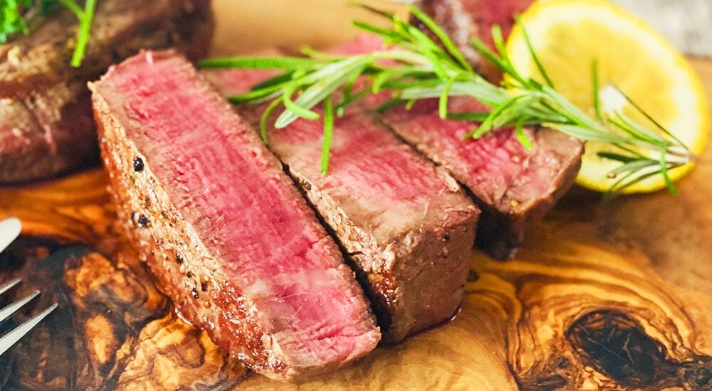 おいそうに焼けた牛肉