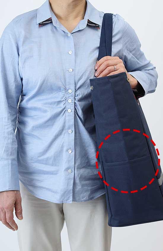 便利なサイドポケット