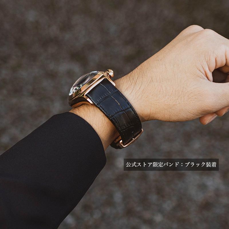 ピンクゴールドのスケルトン腕時計RGA792PBBRにブラックの型押しバンドを装着した画像