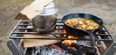 かっこよくて機能的。レジャーでの食事タイムを彩るクッキング用品も、クラハコは豊富に取りそろえています。