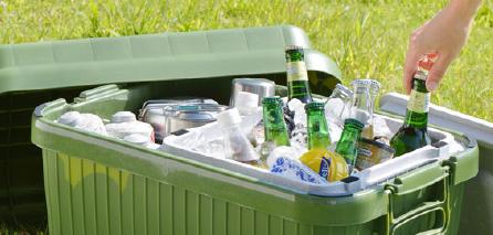 春らしい陽気の下でもしっかりと飲み物や食べ物を守ってくれるクーラーボックスは、洗いやすさや持ち運びやすさが決めてです。