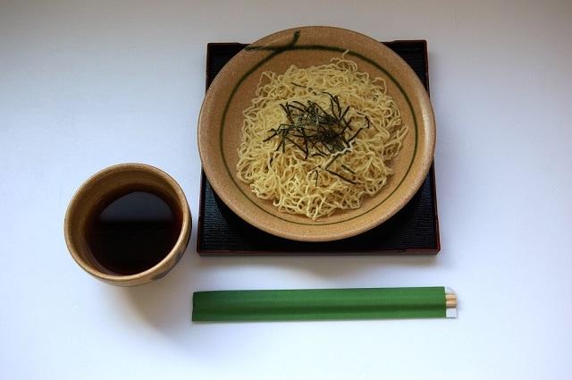 飛騨ざる中華 飛騨定番 麺の清水屋 和風だしにネギとわさびを添えて