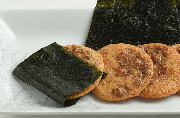 ぬれやき煎を海苔で巻いても美味しい