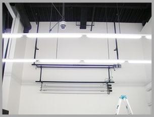 昇降装置と背景装置を組み合わせた施工例