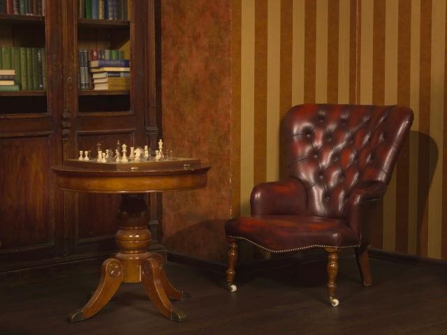 アンティークのキャスター付き家具の画像