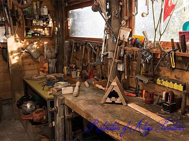 アンティーク家具修理部屋の画像