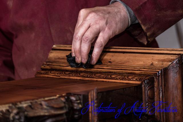 アンティーク家具の修復の画像