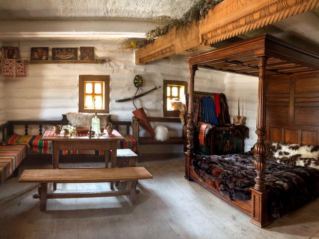 オーク材のアンティーク家具の部屋の画像その一