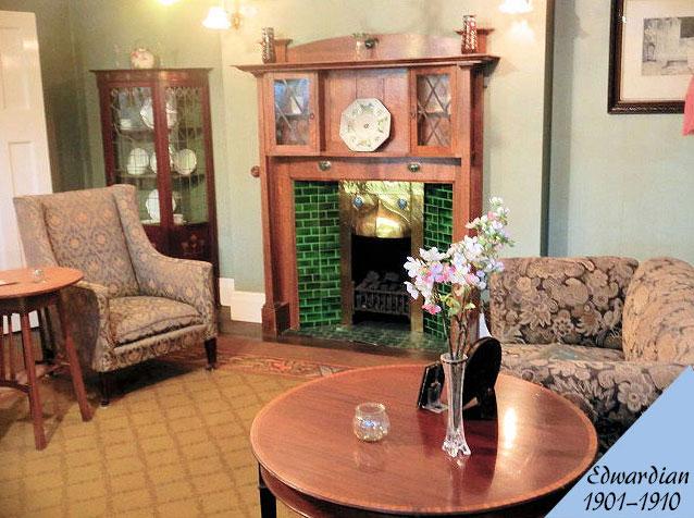 エドワーディアン様式のアンティーク家具の部屋の画像