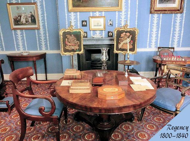 リージェンシー様式のアンティーク家具の部屋の画像