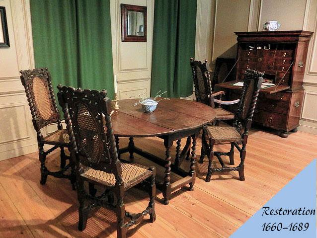 レストレーション様式のアンティーク家具の部屋の画像