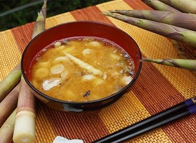 根曲がり竹の味噌汁
