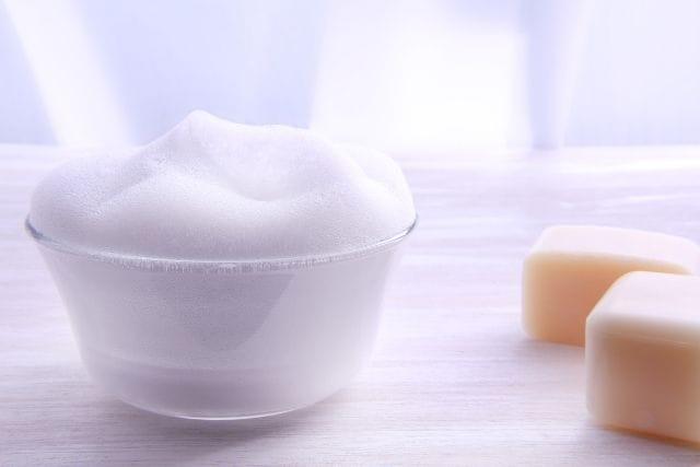 固形石鹸と泡