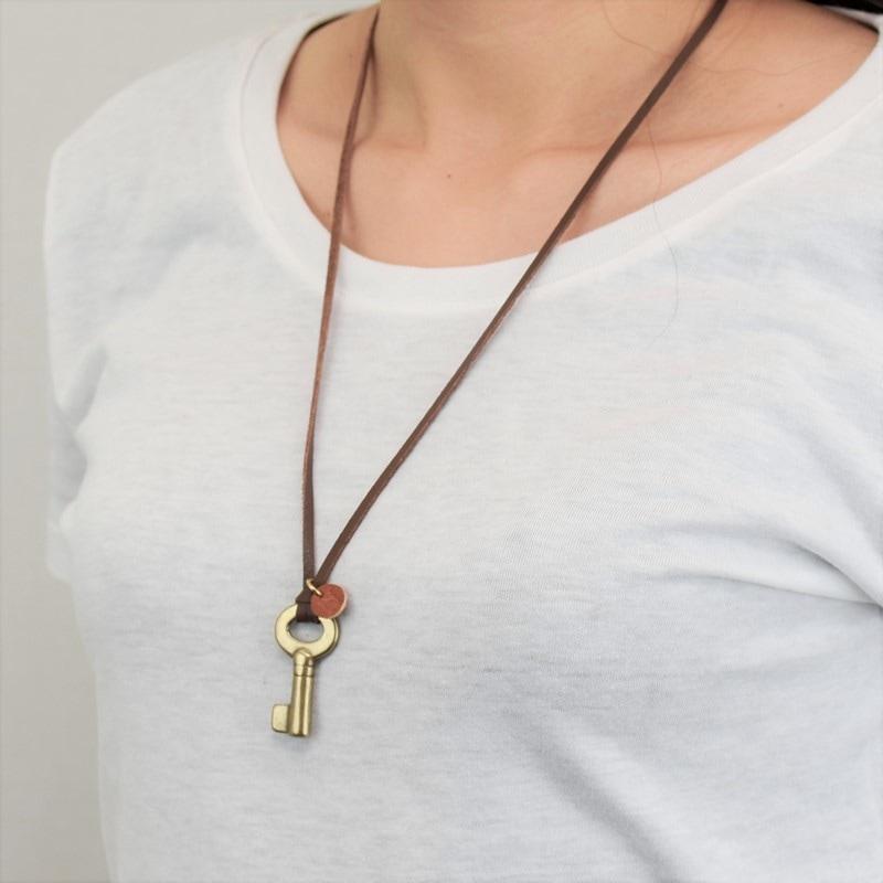 レトロ 鍵 真鍮 ネックレス イニシャル レザーチャーム プレゼント ギフト キー 可愛い お揃い お洒落