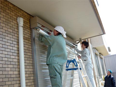 電動シャッター化工事の施工の流れ:電動ユニット取付け