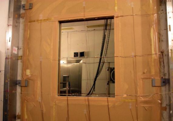 日本建築総合試験所でのエコ窓の断熱性能試験風景