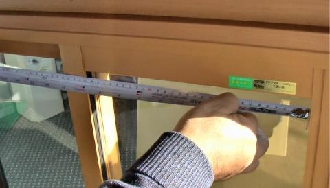 障子の内法を計測:W(横幅)