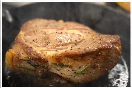 塊肉の焼き方【豚肩ロースのマリネステーキ】