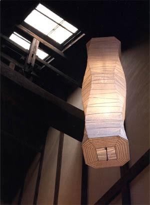 古民家とペンダント照明