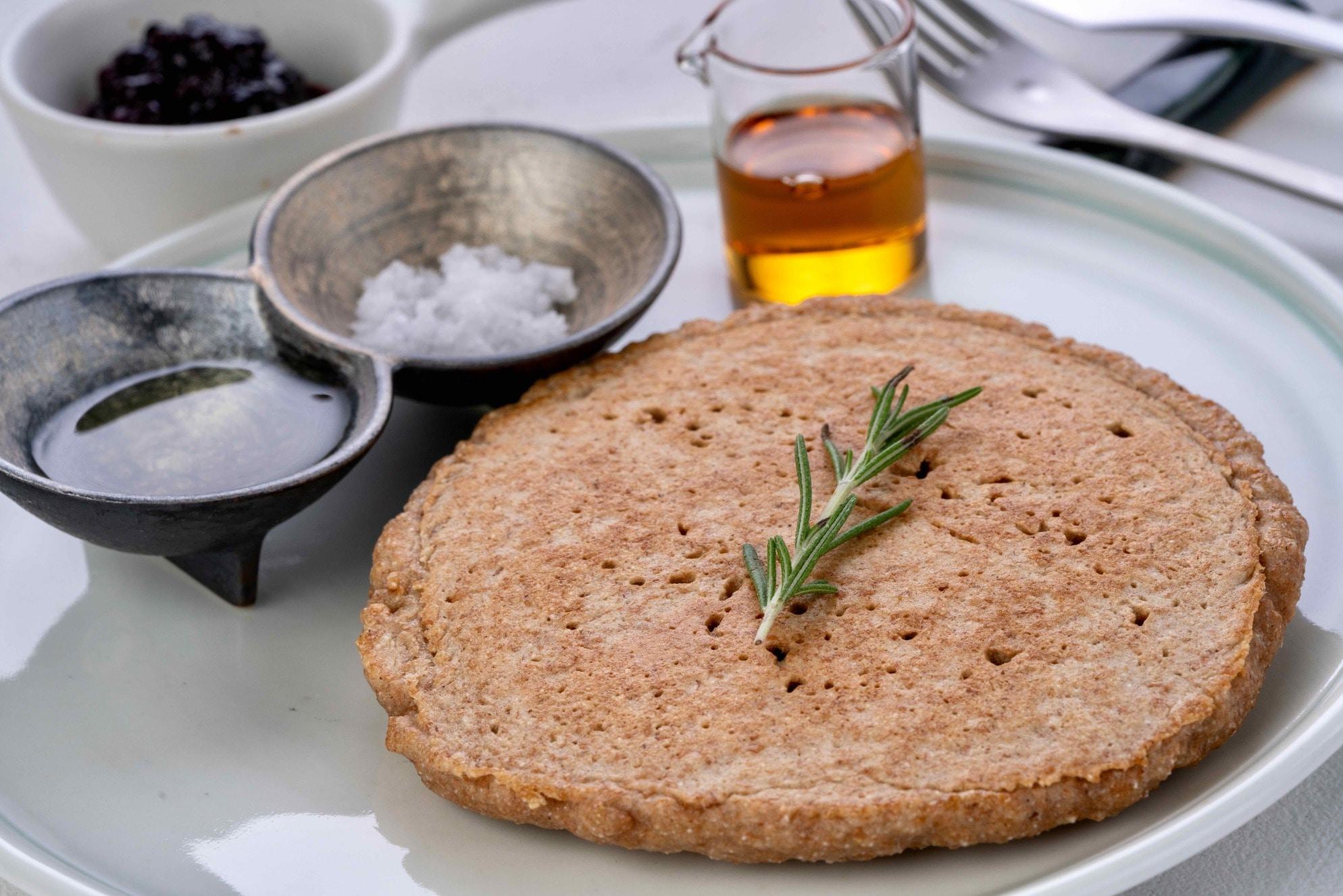 カフェ心麦のディンケル小麦のパンケーキ,パンケーキ・メイプルシロップ・塩・オリーブオイル・ジャム