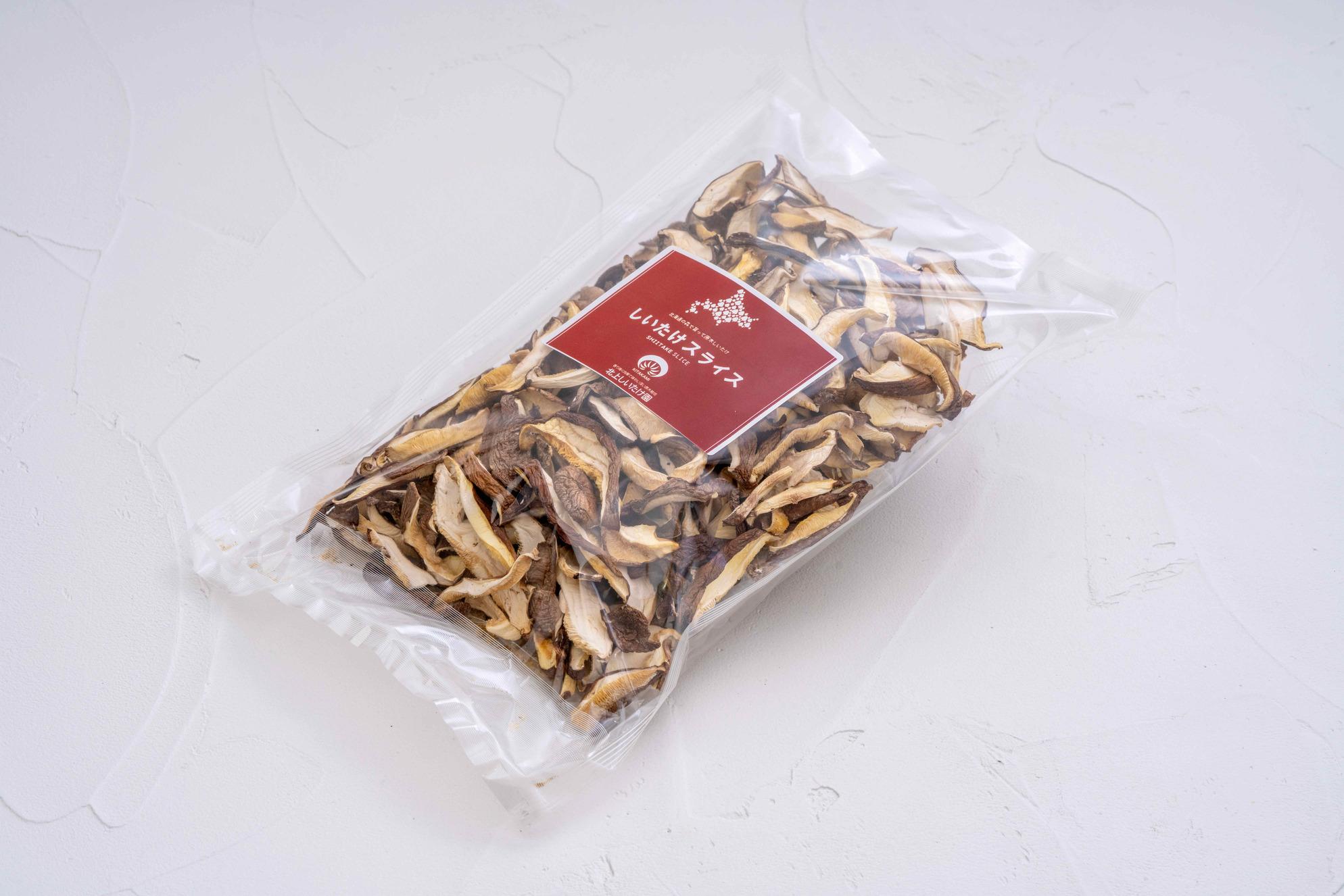 通販・お取り寄せ北海道産の乾燥原木しいたけ(スライス),透明なパッケージの袋に入った出汁用の乾燥椎茸