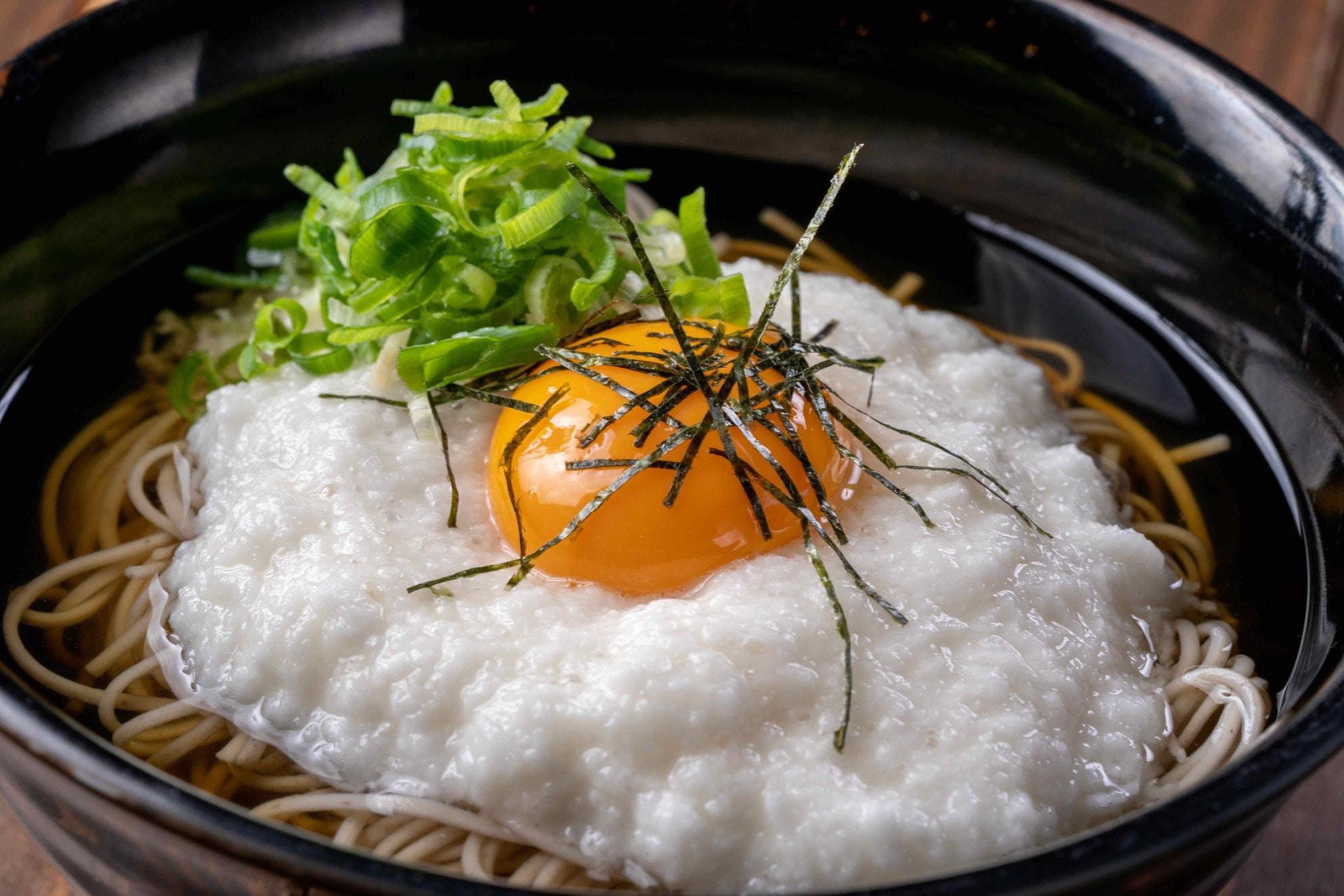 とろろ月見蕎麦,北海道むかわ町中澤農園のだるまいものトロロをそばにかける