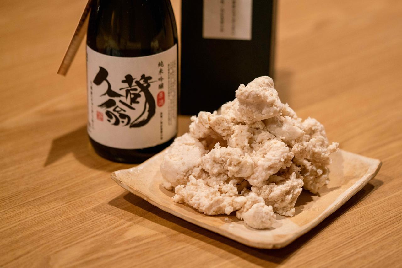 北海道米の起源となった赤毛種の幻のお米から作った日本酒「久蔵翁」とその酒粕
