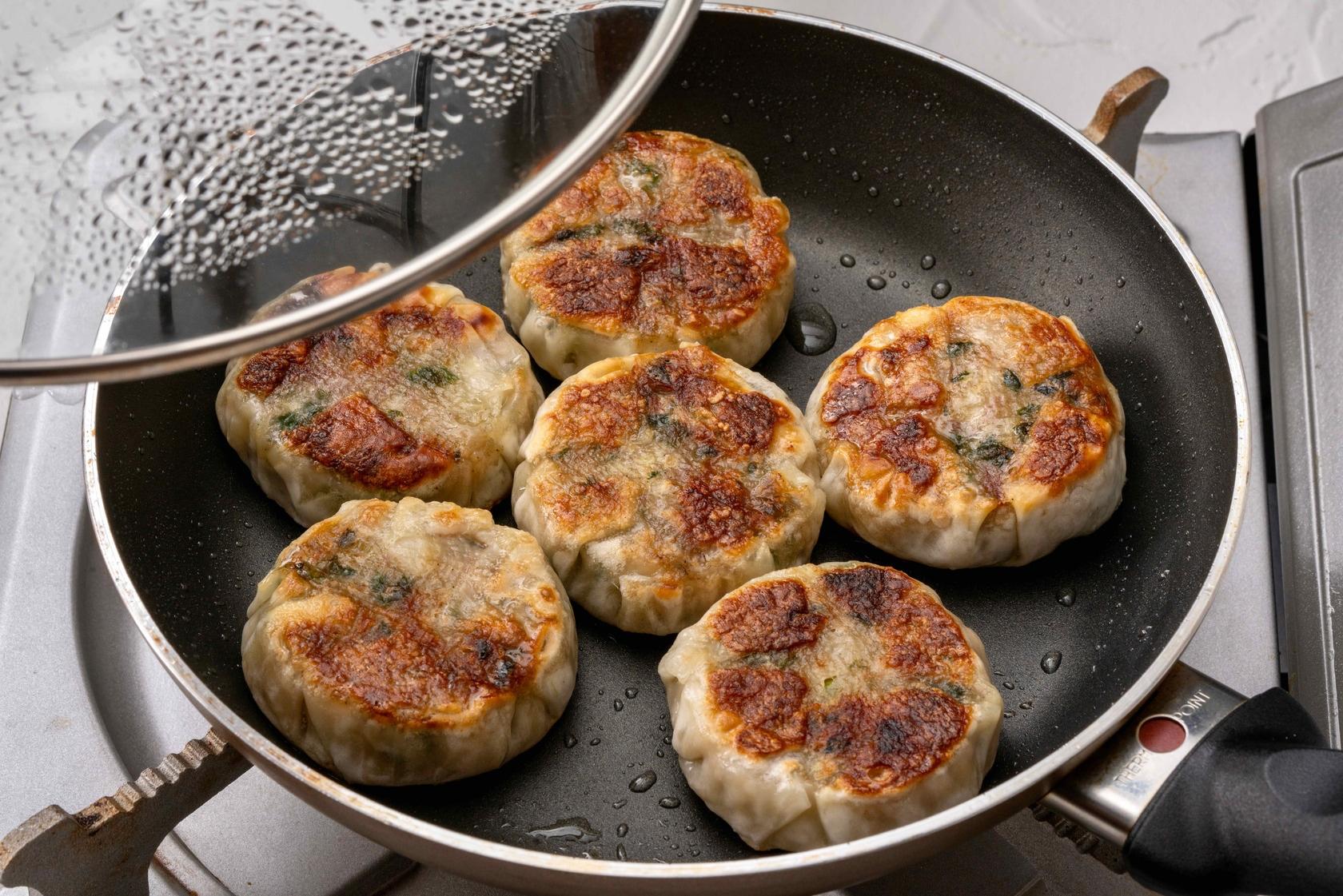炭焼き成吉思汗やまかの「ラムのパリパリ焼き」をフライパンで調理