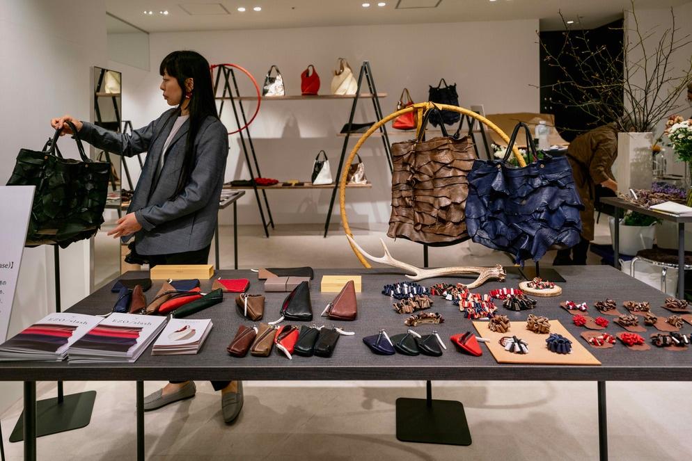 北海道札幌市の24KIRICO,エゾシカ皮を使ったバッグや小物の製作・販売
