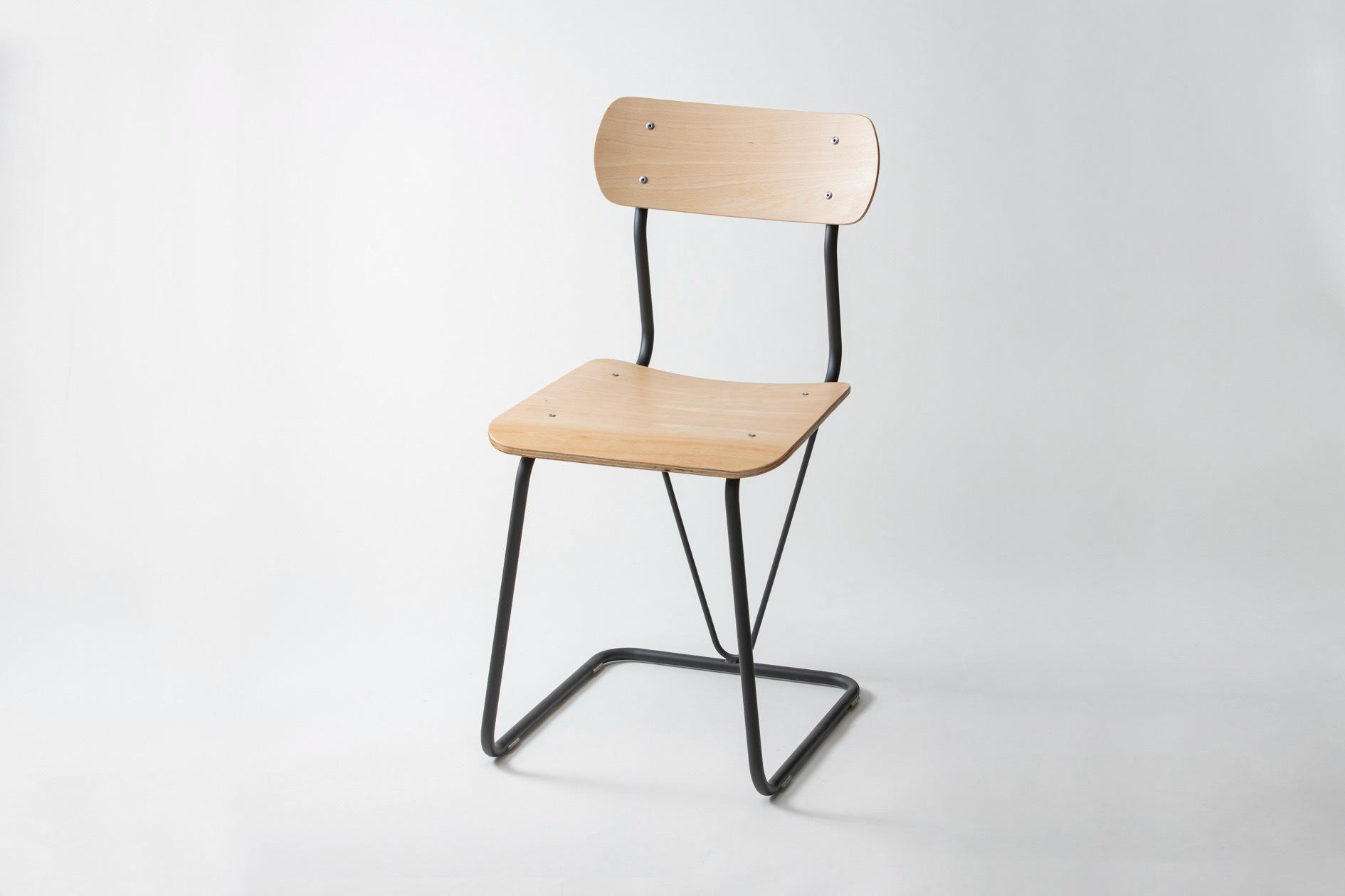 株式会社イチムラの学校用椅子A-100(復刻版)のblack/natural,インテリアにもぴったりのレトロないす