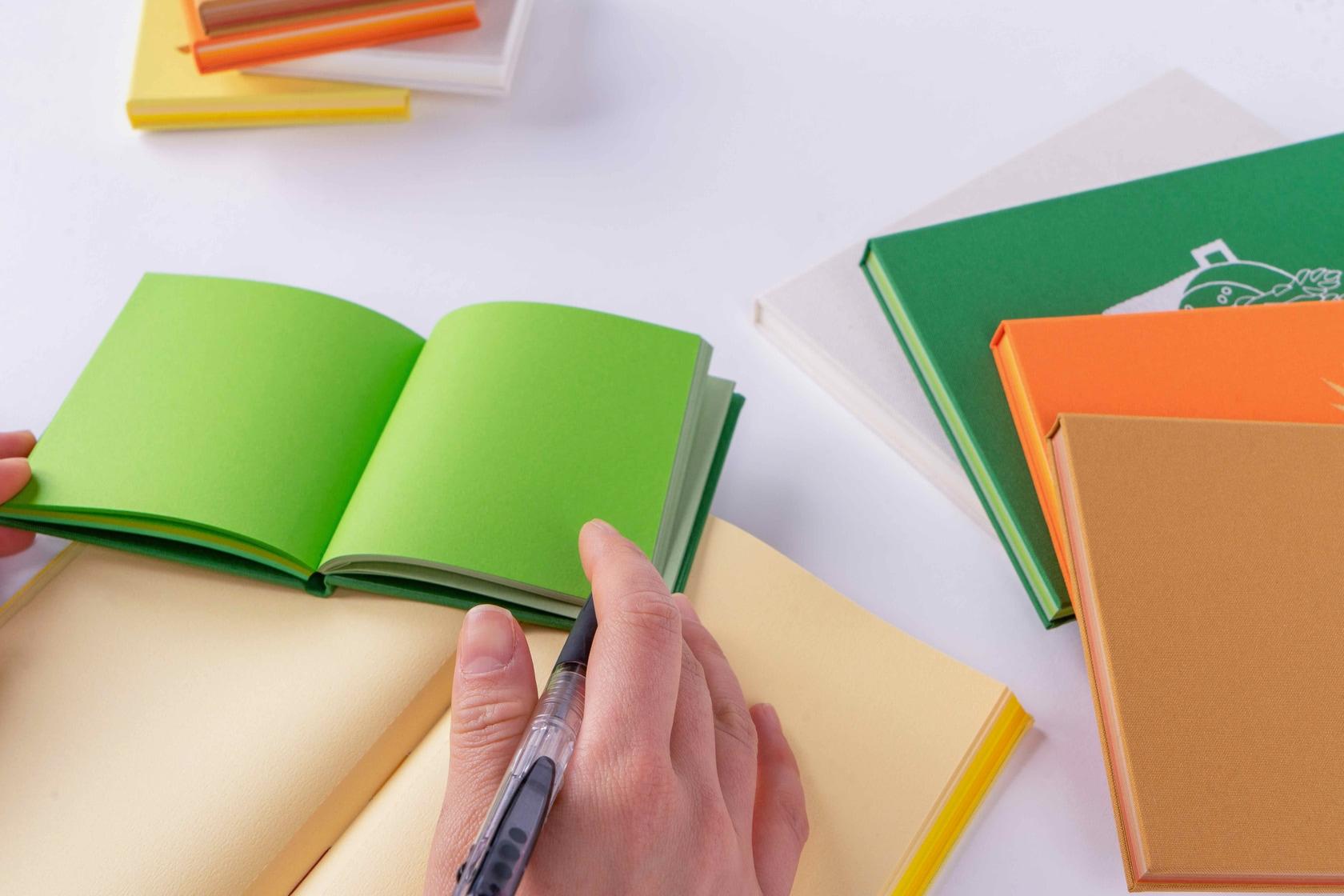 booco DELICIOUS COLOR クロス仕上げ(メモ)にボールペンで文字を書く,カラフルなメモ帳