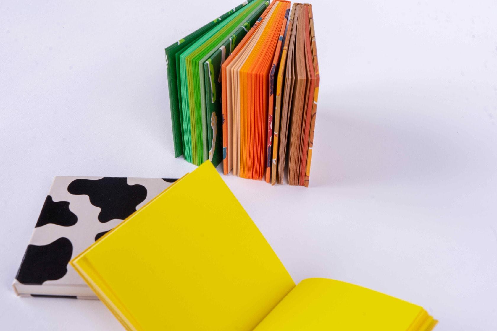 メモ帳の本紙が見える状態に並べる,booco DELICIOUS COLOR ハードカバー(MEMO)