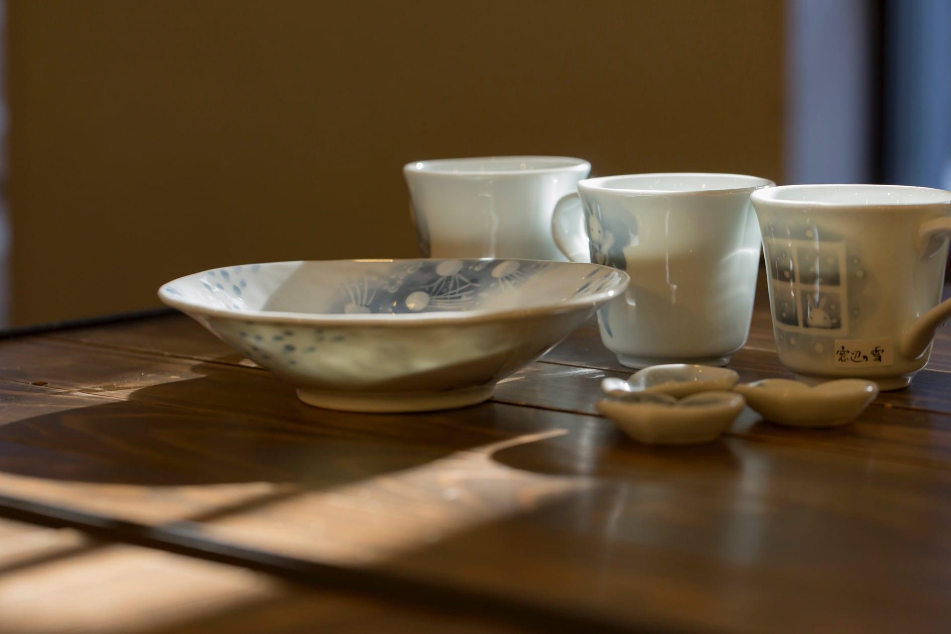 黒羽陶工房の器(箸置き・マグカップ・深皿),北海道札幌市の作家の器,吉祥柄のうさぎが描かれた器